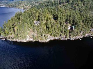 Main Photo: 6101 CORACLE Drive in Sechelt: Sechelt District Home for sale (Sunshine Coast)  : MLS®# R2229234