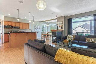 Photo 6: 119 CRESTMONT Drive SW in Calgary: Crestmont Detached for sale : MLS®# C4205113