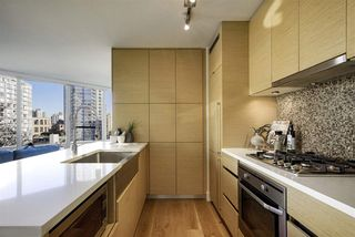 Main Photo: 1007 565 SMITHE Street in Vancouver: Downtown VW Condo for sale (Vancouver West)  : MLS®# R2323715