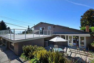 Photo 1: 5130 CHAPMAN Road in Sechelt: Sechelt District House for sale (Sunshine Coast)  : MLS®# R2327889