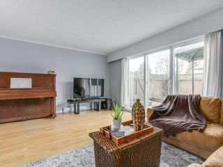 """Photo 3: 1 4951 57 Street in Delta: Hawthorne Townhouse for sale in """"OASIS"""" (Ladner)  : MLS®# R2339888"""