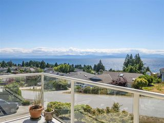 "Photo 1: 4846 BLUEGROUSE Drive in Sechelt: Sechelt District House for sale in ""DAVIS BAY"" (Sunshine Coast)  : MLS®# R2348043"