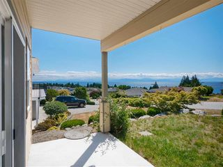 "Photo 11: 4846 BLUEGROUSE Drive in Sechelt: Sechelt District House for sale in ""DAVIS BAY"" (Sunshine Coast)  : MLS®# R2348043"