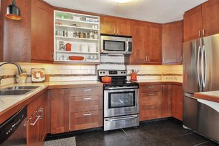 """Main Photo: 302 391 E 7TH Avenue in Vancouver: Mount Pleasant VE Condo for sale in """"OAKWOOD PARK"""" (Vancouver East)  : MLS®# R2352076"""