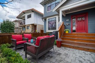 "Photo 17: 1816 E 14TH Avenue in Vancouver: Grandview VE House 1/2 Duplex for sale in ""TROUT LAKE"" (Vancouver East)  : MLS®# R2354239"