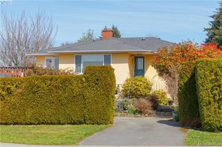 Photo 3: 1690 Kenmore Road in VICTORIA: SE Gordon Head Single Family Detached for sale (Saanich East)  : MLS®# 407616