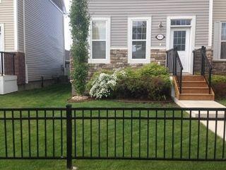 Photo 2: 9832 105 Avenue: Morinville Attached Home for sale : MLS®# E4150801