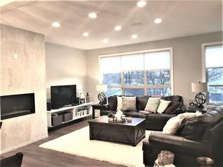 Photo 3: 3668 19 Avenue SW in Calgary: Killarney/Glengarry Row/Townhouse for sale : MLS®# C4238635