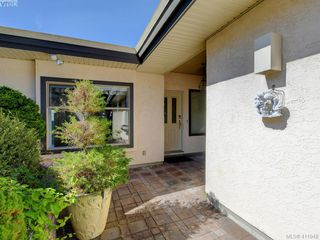 Photo 3: 29 4360 Emily Carr Drive in VICTORIA: SE Broadmead Row/Townhouse for sale (Saanich East)  : MLS®# 411948