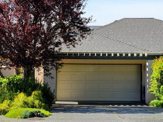 Photo 2: 29 4360 Emily Carr Drive in VICTORIA: SE Broadmead Row/Townhouse for sale (Saanich East)  : MLS®# 411948