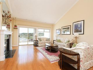 Photo 4: 29 4360 Emily Carr Dr in VICTORIA: SE Broadmead Row/Townhouse for sale (Saanich East)  : MLS®# 816776