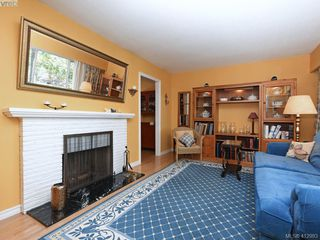 Photo 2: 1033 Davie St in VICTORIA: Vi Fairfield East Single Family Detached for sale (Victoria)  : MLS®# 818971