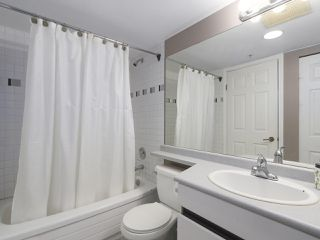 "Photo 17: 502 328 CLARKSON Street in New Westminster: Downtown NW Condo for sale in ""HIGHBOURNE TOWER"" : MLS®# R2395845"