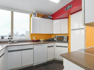 "Photo 12: 502 328 CLARKSON Street in New Westminster: Downtown NW Condo for sale in ""HIGHBOURNE TOWER"" : MLS®# R2395845"