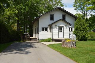 Photo 1: 13 Old Indian Trail in Ramara: Brechin House (2-Storey) for lease : MLS®# S4563298