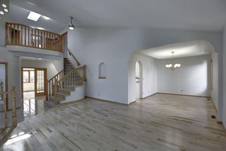 Photo 4: 83 SILVERSTONE Road NW in Calgary: Silver Springs Detached for sale : MLS®# A1022592