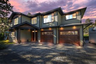 Photo 1: 1009 Southover Lane in : SE Broadmead House for sale (Saanich East)  : MLS®# 856884