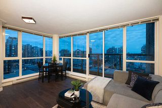 "Photo 2: 1905 1188 RICHARDS Street in Vancouver: Yaletown Condo for sale in ""PARK PLAZA"" (Vancouver West)  : MLS®# R2508576"