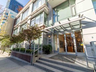 "Photo 2: 2003 821 CAMBIE Street in Vancouver: Downtown VW Condo for sale in ""Raffles on Robson"" (Vancouver West)  : MLS®# R2512191"