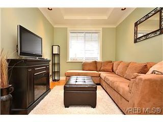 Photo 5: 3979 South Valley Dr in VICTORIA: SW Strawberry Vale House for sale (Saanich West)  : MLS®# 587012