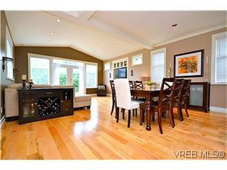 Photo 2: 3979 South Valley Dr in VICTORIA: SW Strawberry Vale House for sale (Saanich West)  : MLS®# 587012