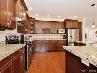 Photo 8: 2190 Stone Gate in VICTORIA: La Bear Mountain House for sale (Langford)  : MLS®# 742142