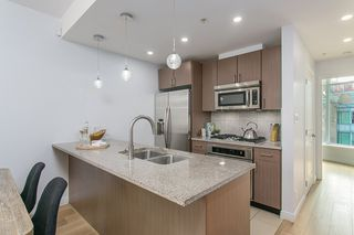 """Photo 5: 304 1211 MELVILLE Street in Vancouver: Coal Harbour Townhouse for sale in """"The Ritz"""" (Vancouver West)  : MLS®# R2142281"""
