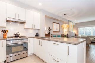 """Photo 7: 5938 OAK Street in Vancouver: Oakridge VW Townhouse for sale in """"MONTGOMERY TOWNHOMES"""" (Vancouver West)  : MLS®# R2162666"""