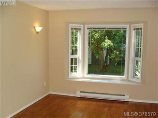 Photo 5: 733 Miller Avenue in VICTORIA: SW Royal Oak Single Family Detached for sale (Saanich West)  : MLS®# 378579