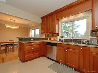 Photo 14: 450 Stannard Avenue in VICTORIA: Vi Fairfield West Residential for sale (Victoria)  : MLS®# 386482