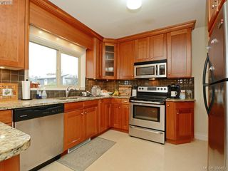 Photo 7: 450 Stannard Avenue in VICTORIA: Vi Fairfield West Residential for sale (Victoria)  : MLS®# 386482