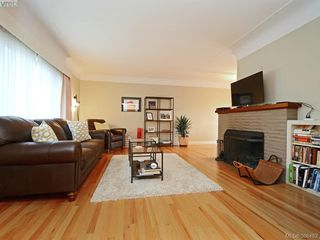 Photo 4: 450 Stannard Avenue in VICTORIA: Vi Fairfield West Residential for sale (Victoria)  : MLS®# 386482