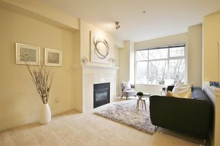 """Photo 4: 955 W 59TH Avenue in Vancouver: South Cambie Townhouse for sale in """"CHURCHILL GARDENS"""" (Vancouver West)  : MLS®# R2246405"""