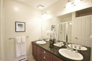 """Photo 10: 955 W 59TH Avenue in Vancouver: South Cambie Townhouse for sale in """"CHURCHILL GARDENS"""" (Vancouver West)  : MLS®# R2246405"""