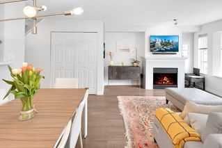 """Photo 4: 209 2545 W BROADWAY in Vancouver: Kitsilano Townhouse for sale in """"TRAFALGAR MEWS"""" (Vancouver West)  : MLS®# R2250630"""
