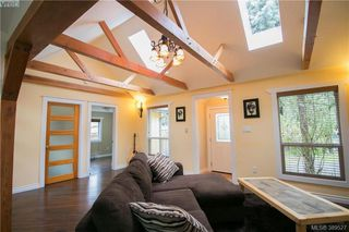 Photo 4: 671 Kelly Road in VICTORIA: Co Hatley Park Single Family Detached for sale (Colwood)  : MLS®# 389527