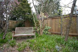 Photo 16: 671 Kelly Road in VICTORIA: Co Hatley Park Single Family Detached for sale (Colwood)  : MLS®# 389527