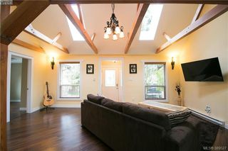 Photo 3: 671 Kelly Road in VICTORIA: Co Hatley Park Single Family Detached for sale (Colwood)  : MLS®# 389527