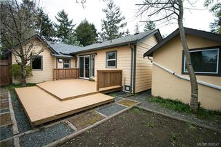 Photo 14: 671 Kelly Road in VICTORIA: Co Hatley Park Single Family Detached for sale (Colwood)  : MLS®# 389527