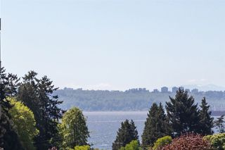 Photo 16: 303 1425 ESQUIMALT Avenue in West Vancouver: Ambleside Condo for sale : MLS®# R2265754