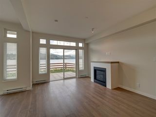 "Photo 3: 5927 BEACHGATE Lane in Sechelt: Sechelt District Townhouse for sale in ""Edgewater"" (Sunshine Coast)  : MLS®# R2328680"