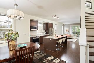 """Photo 2: 1 102 FRASER Street in Port Moody: Port Moody Centre Townhouse for sale in """"CORBEAU"""" : MLS®# R2347326"""