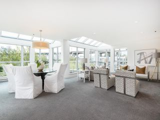 "Photo 2: 407 1551 MARINER Walk in Vancouver: False Creek Condo for sale in ""LAGOONS"" (Vancouver West)  : MLS®# R2383720"