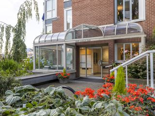 "Photo 32: 407 1551 MARINER Walk in Vancouver: False Creek Condo for sale in ""LAGOONS"" (Vancouver West)  : MLS®# R2383720"