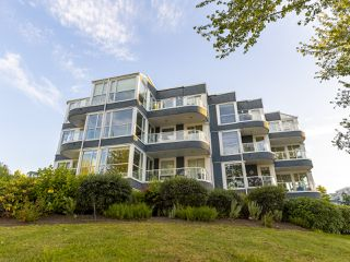 "Photo 33: 407 1551 MARINER Walk in Vancouver: False Creek Condo for sale in ""LAGOONS"" (Vancouver West)  : MLS®# R2383720"