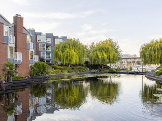 """Photo 31: 407 1551 MARINER Walk in Vancouver: False Creek Condo for sale in """"LAGOONS"""" (Vancouver West)  : MLS®# R2383720"""