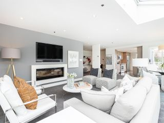 """Photo 8: 407 1551 MARINER Walk in Vancouver: False Creek Condo for sale in """"LAGOONS"""" (Vancouver West)  : MLS®# R2383720"""