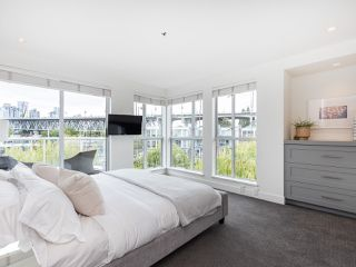 """Photo 17: 407 1551 MARINER Walk in Vancouver: False Creek Condo for sale in """"LAGOONS"""" (Vancouver West)  : MLS®# R2383720"""