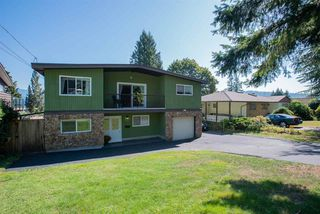 Photo 3: 426 FAIRWAY Drive in North Vancouver: Dollarton House for sale : MLS®# R2403915