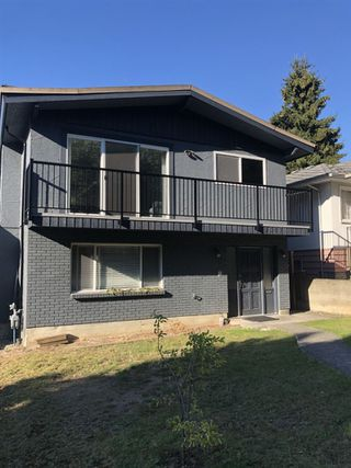 Photo 1: 2587 E 6TH Avenue in Vancouver: Renfrew VE House for sale (Vancouver East)  : MLS®# R2498471